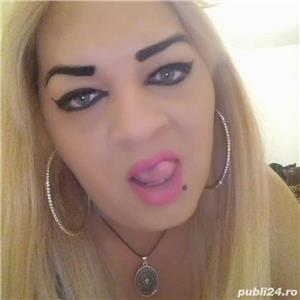 Transsexuala blonda si seducatoare:*